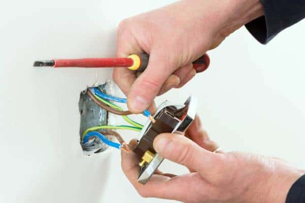 Installation plug electrical outlet
